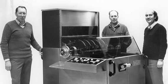 История L.B. Bohle: Лоренц Боле (слева) с первым автоматическим управлением KA