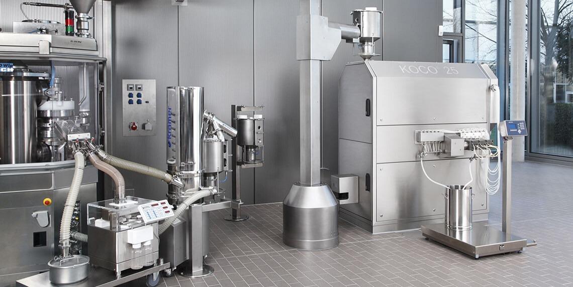 Непрерывное производство: полностью автоматизированная обработка таблеток для подачи таблеток в установку для нанесения покрытий на таблетки.